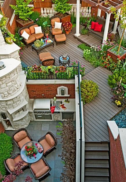 A Chicago resident creates a stunning outdoor rooftop retreat: www.midwestliving...