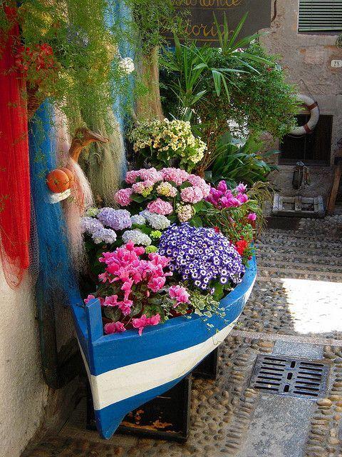 Flower boat.