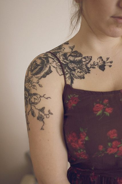 Flower Tattoos Black And White Flower Tattoo On The Shoulder And