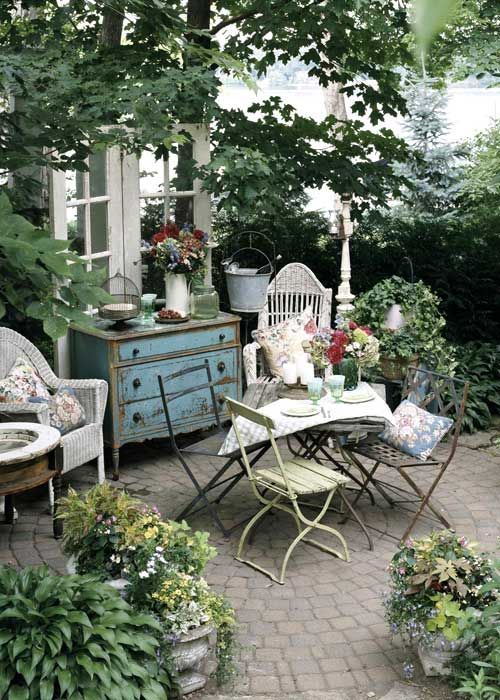 so beautiful - I love this cozy space