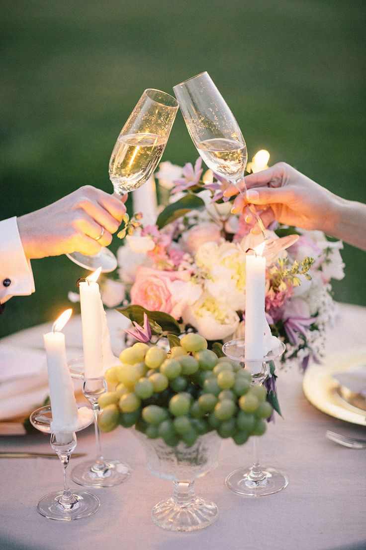 Grapes in a glass are a fantastic ideas for guests to nosh on something healthy ...