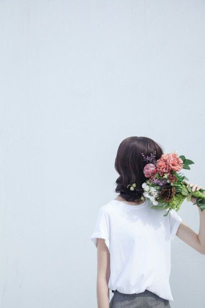 We have easy and pretty ways to use flowers around the home at dropdeadgorgeousd...