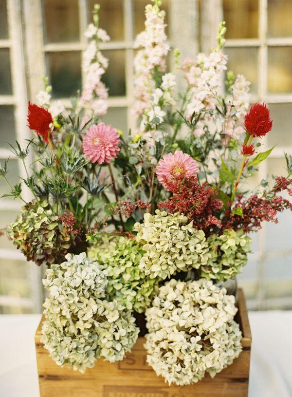 beautiful wedding floral arrangement for centerpiece in wooden box #weddingdecor...