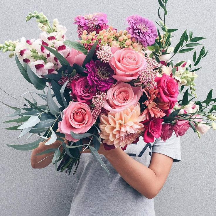 crazy beautiful wedding bouquet with roses, dahlias and snapdragon