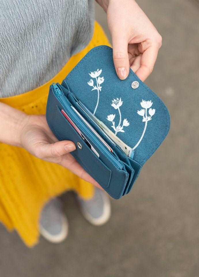 We love flowers. Blue leather wallet from Keecie with an flower print on the ins...