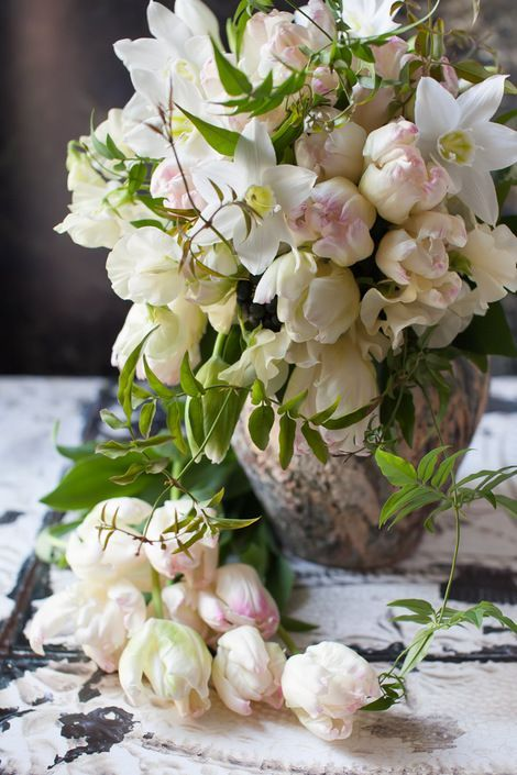 such a beautiful, lush arrangement....blog du I'llony ᘡℓvᘠ❉ღϠ₡...