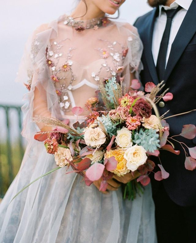 This embellished gown matching the colors of the bouquet =   photo @juliakaptelo...