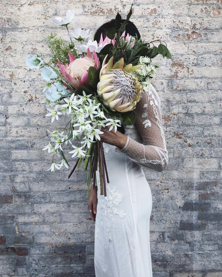 Finally: Fake Wedding Flowers Get Super Hip