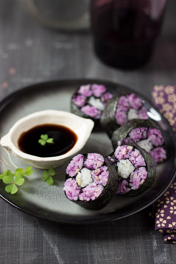 Maki fleur au chou rouge et pignons de pin