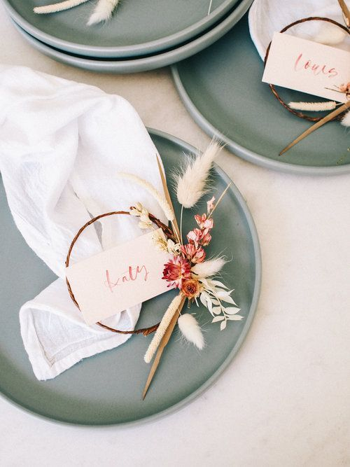 How to Make Mini Dried Floral Wreath Place Cards | Diy wedding decorations, Diy place cards, Place c